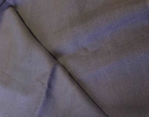 4C33 / OBR491 väri 744; Leveys: 145 cm; Paino: 185 gr/m²; Koostumus: 100% pellava; Pehmennetty (kivipesty);