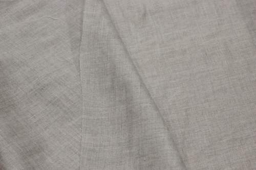 6C11 / OBR166; Width: 145 cm; Weight: 125 gr/m²; Material: 100% linen; Color: natural; Softened (stonewash);